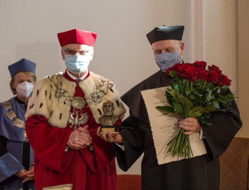 Prof. Marek Krawczyk Doctorem Honoris Causa Uniwersytetu Jana Kochanowskiego w Kielcach