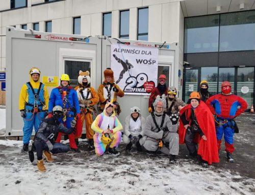 """Akcja """"Alpiniści dla WOŚP"""" na terenie Dziecięcego Szpitala Klinicznego"""
